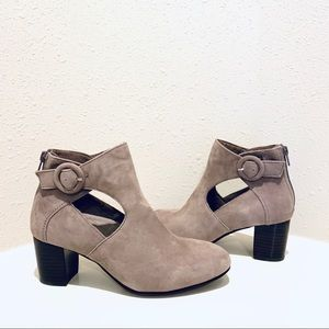 Earth Taupe Suede Ankle Booties/Sz:7/NWT